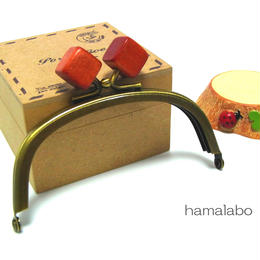 【HA-1388】10cm/くし型(オレンジ色の木キューブ×アンティークゴールド)