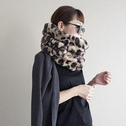 【先行予約】thomas magpie fake fur snood
