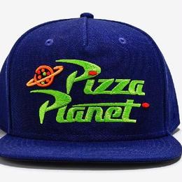 【10月上旬頃再入荷予定!ご予約受付中!】トイストーリー PIZZA PLANET ピザ・プラネット ベースボールキャップ