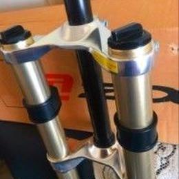 ズームフォーク26 dh自転車フォークサスペンション肩20ミリメートル串ダウンヒルフォーク_黒