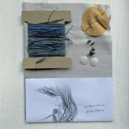ラフィアの刺繍キット  / 耳飾り   -水色-