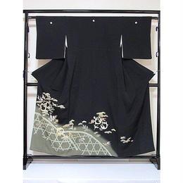 ●さらに!値引きしました30%OFF【黒留袖】正絹比翼付き/垣に松 宝尽くし文様☆156cm前後の方ベストサイズ【美品】