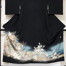 【黒留袖】正絹 比翼(上等化繊) 落款入り/流水に菊 アシ 鶴 松☆149cm前後の方ベストサイズ【美品】