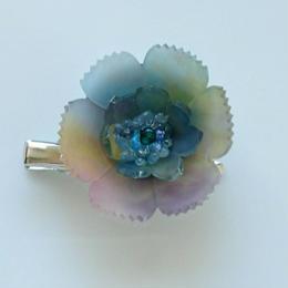 お花のプラバンブローチ(夕方の虹色のお花)