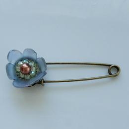 お花のストールピン(水色のお花)