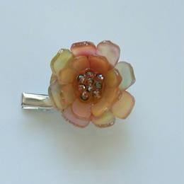 お花のプラバンブローチ(複雑なオレンジ色のお花)