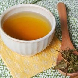 毎日の健康を支える、無農薬、無肥料の野草を100%手摘みした「仙人茶」