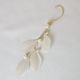 cotton pearl & feather ear hook