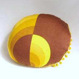 vintage fabric cushion (retro circle)