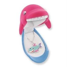 【サメ】 Wildlife Garden アニマルペンダント 愛しい ベロアボックス ♡ ユニークな動物たち ペンダント 40cm アジャスタ付