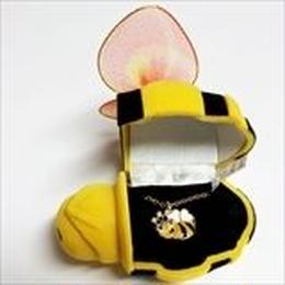 【ハチ】Wildlife Garden アニマルペンダント 愛しい ベロアボックス ♡ ユニークな動物たち ペンダント 40cm アジャスタ付
