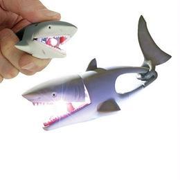 【サメ】口を開ければ光を放ち闇夜を照らすお役立ち【アニマルライト】