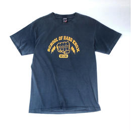 "FUCT ""school of hard knox"" Tシャツ (spice)"