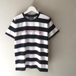 """tr.4 suspension / """"She's So Lovely"""" border T-shirts  (black×white)"""