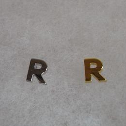 アルファベット ピアス R