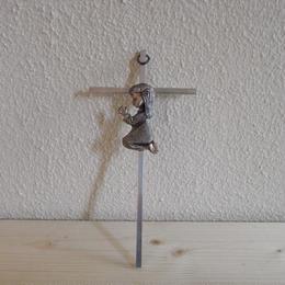 少女 十字架