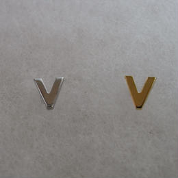 アルファベット ピアス V