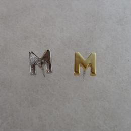 アルファベット ピアス M