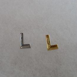 アルファベット ピアス L