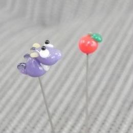 【gemma】まち針2本セット パープルのドラゴン&りんご L13-1609