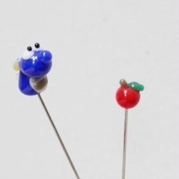 【gemma】まち針2本セット ドラゴン・Cブルー&りんご L13-1701