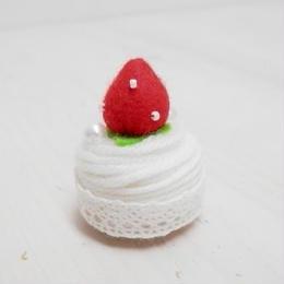 【KANADE】ケーキマグネット 赤いちご P29-431