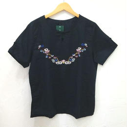 チロリアン柄刺繍カラーTシャツ