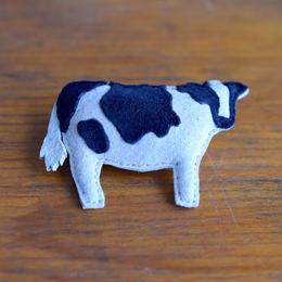 ブローチ 牛