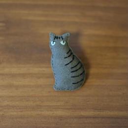ブローチ サバトラ猫 縦