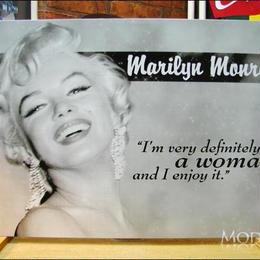 アメリカンブリキ看板 マリリン・モンロー 女性である