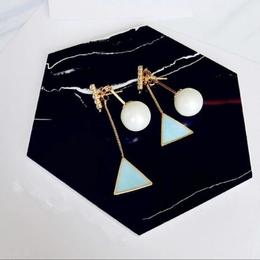【お取り寄せ商品】トライアングル幾何学模様ピアス