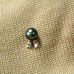 Ribbon pin(リボンのピン)