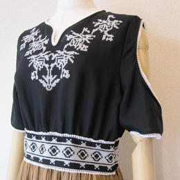 Andcurtaincall Hungary stitch blouse black