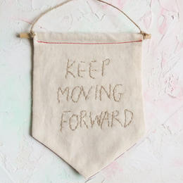 KEEP MOVING FORWARD フラッグ☆