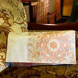 京都産正絹 帯のショルダークラッチバッグ 白銀桃 亀甲華文様