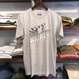 "【RUGGED別注】SH*T KICKER ""95"" tee (Gray)"