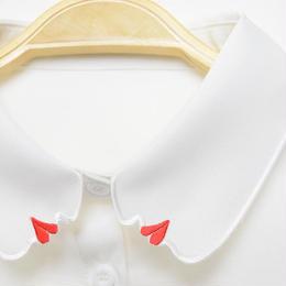 ■ 赤いリップの横顔刺繍 付け襟【No.0175】