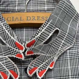 ■ 赤いネイルの指デザイン刺繍グレンチェック柄付け襟【No.0150】