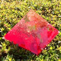 赤いピラミッドのオルゴナイト