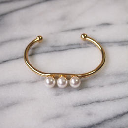 three pearls line bangle