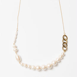Pearl White ネックレス