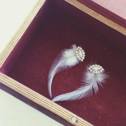 White feather 2way earrings