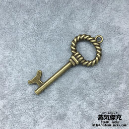 【10点セット】鍵風ペンダント素材 53mm x 21mm 金属製パーツ ブラスカラー 商品番号K-0043