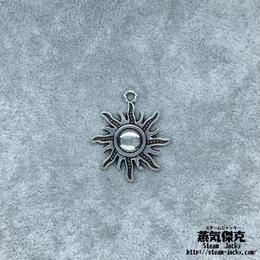 【4点セット】太陽ペンダント素材 28.4mm x 24.5mm 金属製ハンドメイド素材 商品番号S-0024