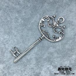 【5点セット】鍵風ペンダント素材 69mm x 30.5mm 金属製パーツ シルバーカラー 商品番号K-0053