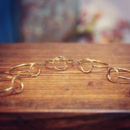 円モチーフの細い真鍮リング
