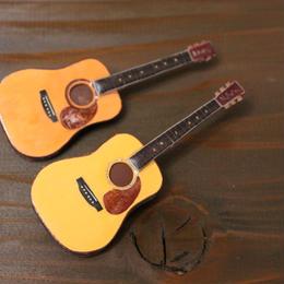 いつでもライブ出来る!?アコースティックギターのブローチ。