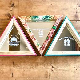 Triangle mirror (color)