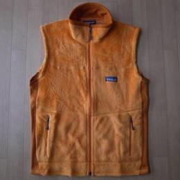 PATAGONIA M's R2 Vest・Mango・フリースベスト サイズ・XS 正規品 未使用品 -715