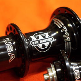 whiiteindustries / T11 ROAD HUB  32H  BLACK  FRONT/REAR